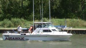 aquaholic-boat-02