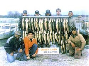 crazy-lady-fishing-group02