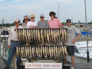 walleye-fishing-group-03_opt